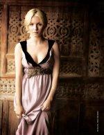 elisha cuthbert – lifting her dress