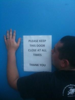 please keep door close