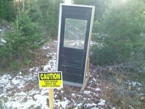 caution – this door must be kept closed