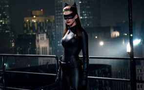 catwoman anne hathaway on a rooftop