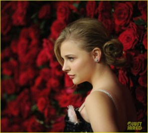 Moretz with roses