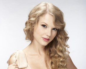 taylors curly hair