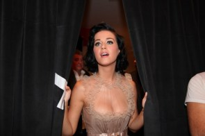 Katty Perry in ivory