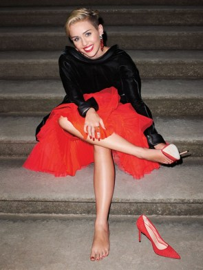 miley cyrus – leggy in harpers bazaar september 2013-05