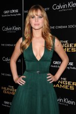 Jennifer Lawrence – Green Hunger Games Dress (17).jpg