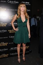Jennifer Lawrence – Green Hunger Games Dress (37).jpg