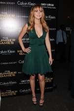 Jennifer Lawrence – Green Hunger Games Dress (43).jpg