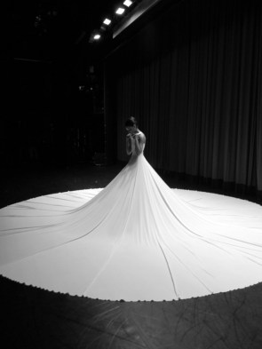 fana tesfagiorgis – backstage before splendid isolation ii – photo by elizabeth washington