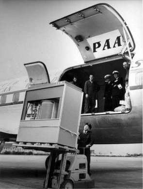 5MB IBM hard disk — weighing over 1000kg — being loaded into an airplane in 1956