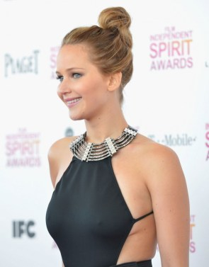 Jennifer Lawrence – Nipples in Dress