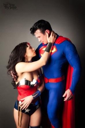 superman and wonderwoman are in love ya'll