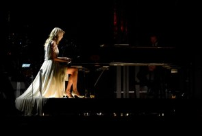 Taylor Swift – Piano Player