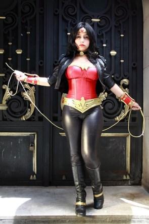 Wonder Woman – Tight Pants Cosplay