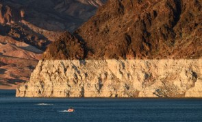 Bathtub ring of Lake Meade on the Colorado River. Photo by Ethan Miller.