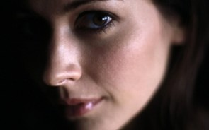 amy acker face closeup