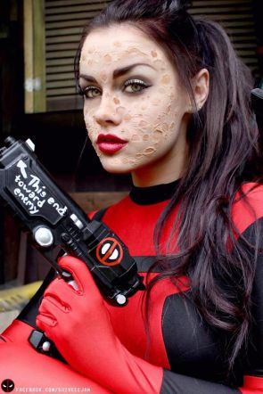 sexy deadpool cosplayer
