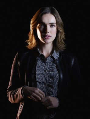 Elizabeth Henstridge as an agent of shield