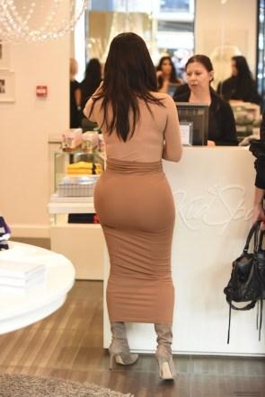 Kim Kardashian and her jello buttux