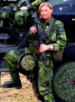 Rediculously hot military woman