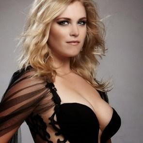 Eliza Taylor sexy cleavage