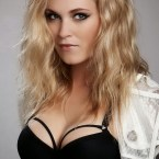 Eliza Taylor sexy wrapped cleavage