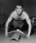 Sean Connery – doing push ups while reading