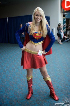 Supergirl Hip Cosplayer