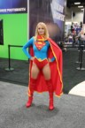 Supergirl Con Pose