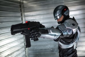 Robocop (2014) has a big gun