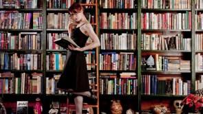 Felicia Day reads a book