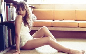 Rashida Jones forgot her pants