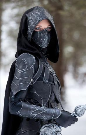 Skyrim cosplayer with awesome eyes