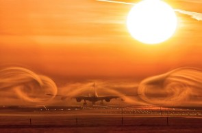 Airliner Swirls