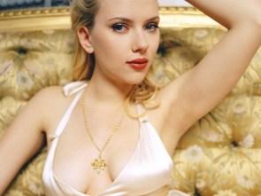 Scarlett's sexy armpit
