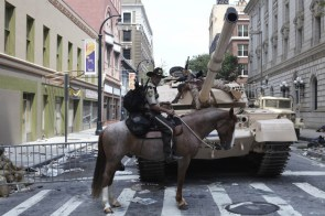 The Walking Dead – Horse and Tank