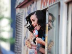 katy perry licks icecream