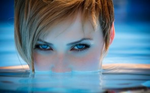 blue eyes in the water