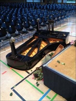 piano – tossed