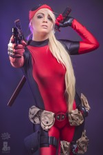 deadpool blonde cosplayer