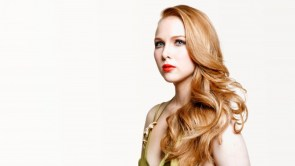 Molly Quinn with seriously red lips