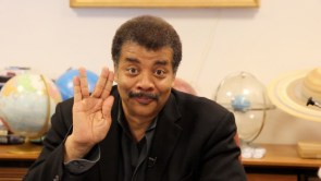 neil degrasse tyson star trek vulcan sign