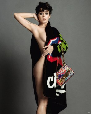Katy Perry Sideboob with a fashionable purse