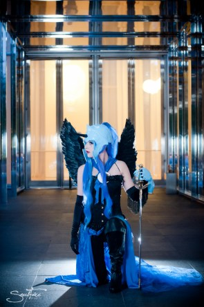 Luna Cosplayer with sword