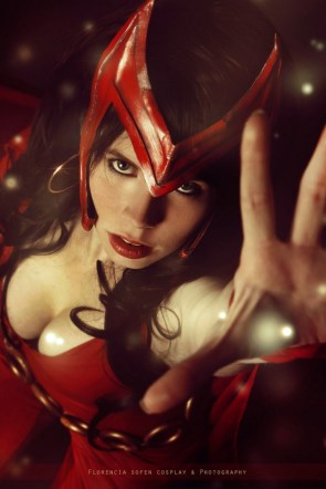 White Lemon Cosplay as Scarlet Witch