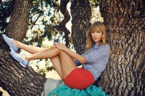Taylor Swift in a tree