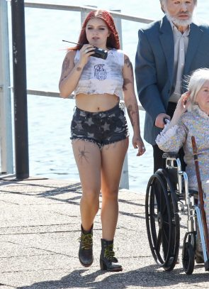 Ariel Winter – on the set of Dog Years in Nashville, Tennessee 08.06.16