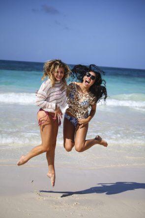 Chloe Moretz jumping