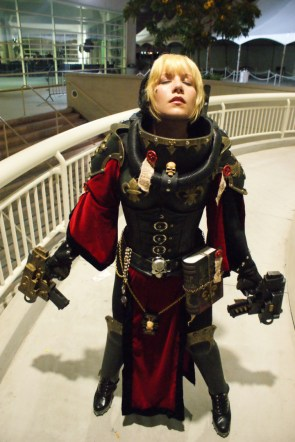 Warhammer 40k Cosplayer with two bolters.jpeg