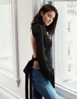 Shailene Woodley in a backless shirt