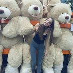 huge teddy hang out